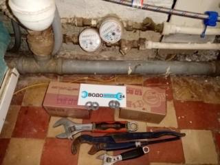 https://водопроводчик24.рф. Перед заменой счетчиков воды. Фильтр воды, установленный сантехником из Жэка не по СНИПу