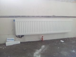 """Смонтрованный радиатор """"Керми"""" с биноклем на 1 этаже. На этом объекте смонтрованно 50 радиаторов. https://водопроводчик24.рф"""